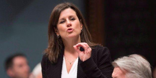 La ministre Stéphanie Vallée attaque Yves