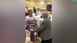Il réussit encore à surprendre sa femme après 50 ans de mariage