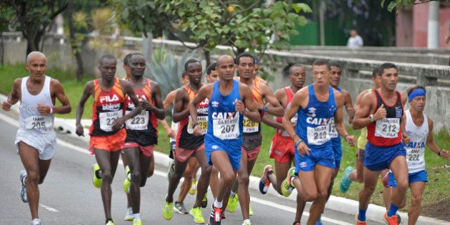 SAO PAULO, BRAZIL - APRIL 09: Elite runners take part in the 23rd International Marathon of Sao Paulo on April 09, 2017 in Sao Paulo, Brazil. (Photo by Levi Bianco/Brazil Photo Press/LatinContent/Getty Images)
