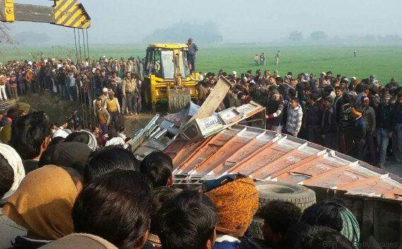 Une collision entre un autobus scolaire et un camion tue 24 écoliers en