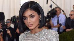 Kylie Jenner célèbre son anniversaire avec des cheveux