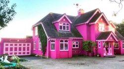 Cette maison TRÈS rose pourrait être à vous pour une