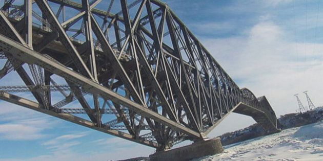 Pont de Québec: des blocs de neige tombent sur des