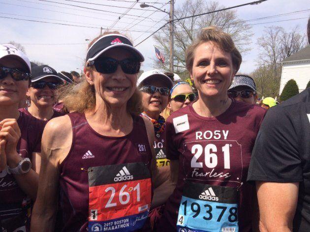 Kathrine Switzer (à gauche) au marathon de Boston 2017