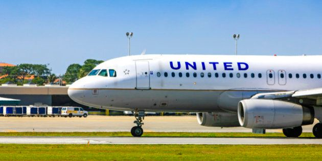 United Airlines Airbus A320-232 taxiing at Sarasota SRQ airport in