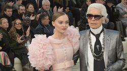 Lily-Rose Depp: une vraie princesse dans cette robe de mariée lors du défilé Chanel haute
