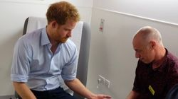 Le Prince Harry fait un test de dépistage du VIH en direct sur Facebook