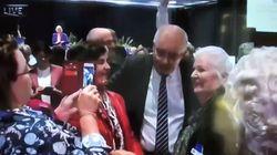 Lanzan un huevo al primer ministro de Australia durante un