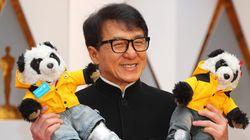 Mais pourquoi Jackie Chan était-il accompagné par deux pandas aux