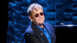 Malade, Elton John annule plusieurs