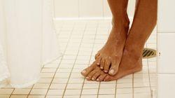 3 bonnes raisons d'uriner sous la douche