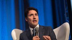 Trudeau malmené par des jeunes