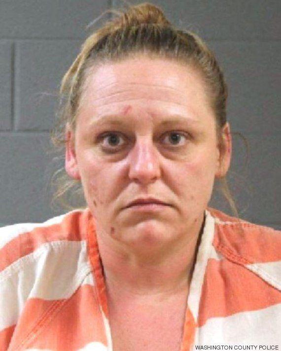 États-Unis: un enfant de 12 ans enfermé par sa mère dans une salle de bain pendant un