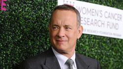 Tom Hanks offre une machine à café aux journalistes de la