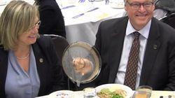 Dégustation de plats en CHSLD : Barrette s'engage à hausser la qualité des repas partout d'ici