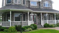 Un gagnant de la loterie essaie de vendre sa maison depuis quatre ans