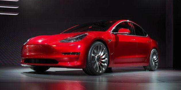 Tesla annonce que le Model 3 sortira de l'usine d'assemblage vendredi