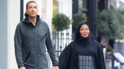 Non, Janet Jackson ne porte pas de robe