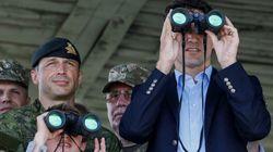 Justin Trudeau assiste à des exercices militaires en Ukraine