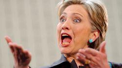 Hillary Clinton apparait nue et avec des sabots à New