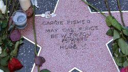 Les admirateurs de Carrie Fisher improvisent une étoile sur le Walk of