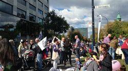 Des travailleurs de CPE manifestent devant le ministère de la