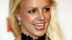 Britney Spears enlève le haut sur