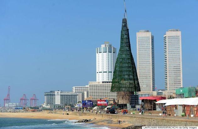 Le Sri Lanka affirme avoir érigé l'arbre de Noël le plus haut du
