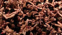 Des milliers d'hommes se mettent à nu dans un festival