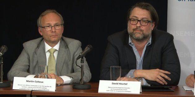 Le ministre de la Sécurité publique, Martin Coiteux, et le ministre du Développement durable, de l'Environnement et des Changements climatiques, David Heurtel, lors d'un point de presse sur l'aide aux sinistrés des inondations du printemps au Québec.