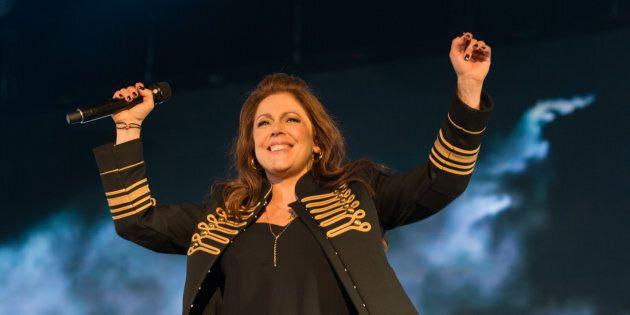 Isabelle Boulay a chanté ses plus grands succès pour ses noces d'argent au Festival d'été de Québec, le 6 juillet 2017. (ROGER PHOTO)
