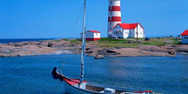 Sailboat & Pointe-des-Monts Lighthouse,