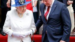Le gouverneur général du Canada touche la reine et les quotidiens britanniques sont