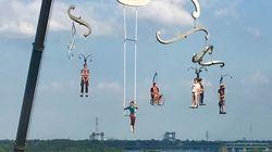 Montréal: mais pourquoi ces personnes sont-elles suspendues dans les airs
