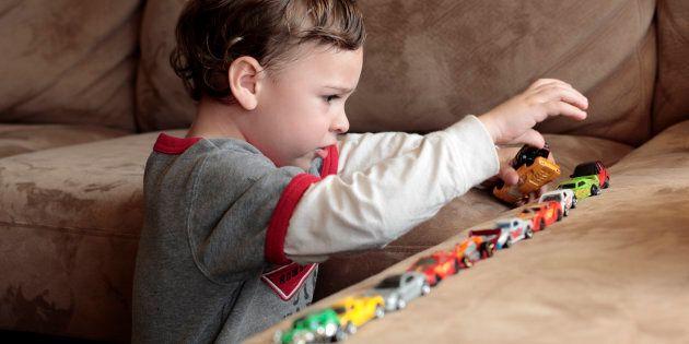 La similarité et la confusion entre l'autisme prototypique et syndromique résident durant la période...