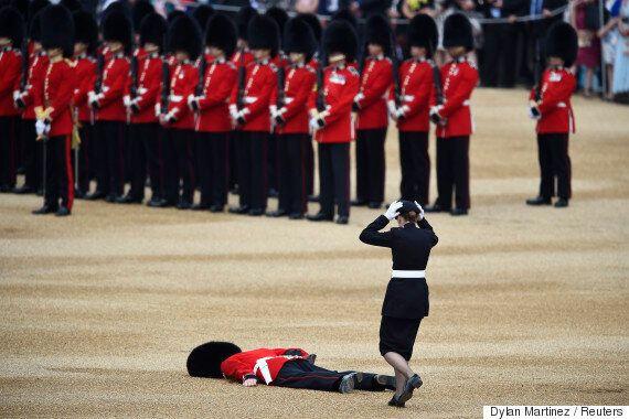 Un soldat victime d'un coup de chaleur lors de la visite du président