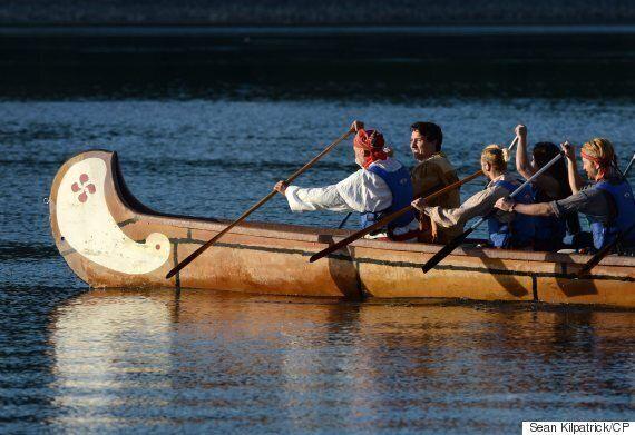 Justin Trudeau souligne la Journée nationale des Autochtones en canot