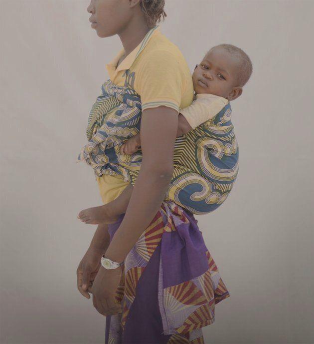 5 photos saisissantes illustrent la difficulté d'être une trop jeune maman dans le monde