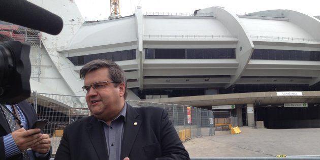 Le maire de Montréal Denis Coderre rencontre les demandeurs d'asile