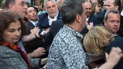 Philippe Couillard menacé par un manifestant
