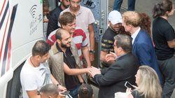 Denis Coderre rencontre les réfugiés au Stade