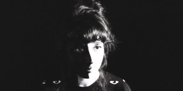 ÉCOUTE INTÉGRALE - Découvrez «O» de Laura Cahen avant son passage aux FrancoFolies