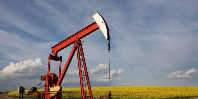 Par ces lois, le gouvernement permet et facilite l'exploration et l'exploitation du gaz et du pétrole...