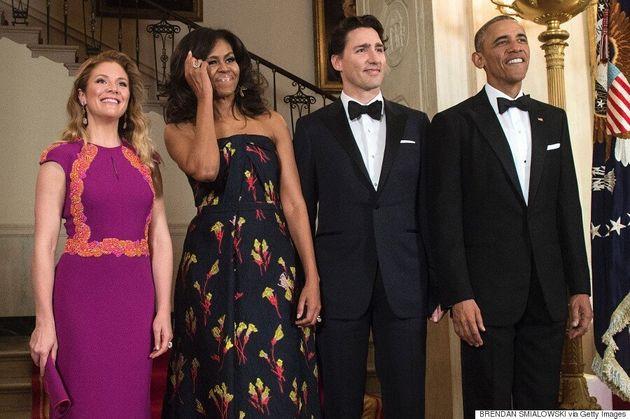 Michelle Obama a offert une cape d'alpaga à Sophie Grégoire Trudeau lors de sa visite à