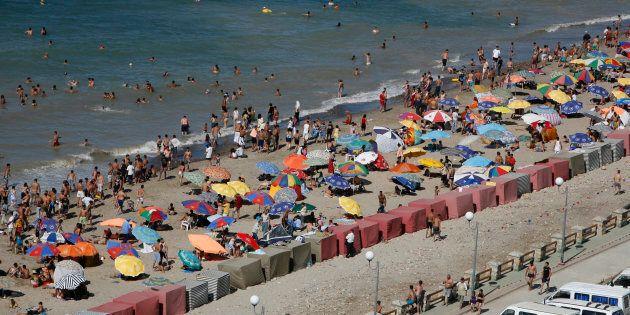 Le bikini n'est pas interdit sur les plages algériennes, où les femmes se baignent dans des tenues