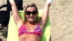 Elle pose en bikini après avoir survécu à la bactérie mangeuse de