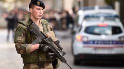 Une voiture renverse des militaires français près de