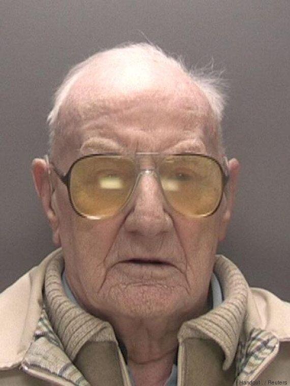 Ralph Clarke, un Britannique de 101 ans écope de 13 ans de prison pour des crimes