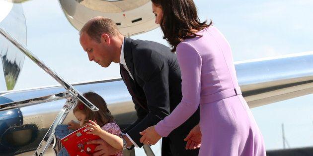 La famille royale apporte toujours cette tenue sinistre en