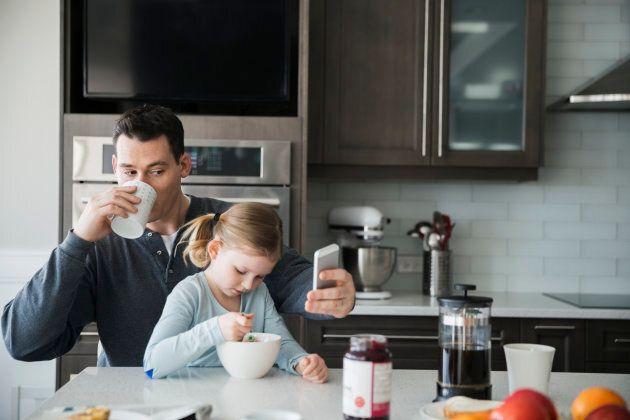 Les pères sont plus susceptibles de donner de la nourriture moins saine à leurs enfants que les